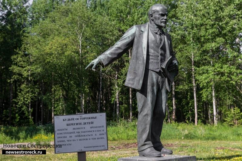 """В музейном комплексе """"Шалаш"""" пополнение. +1 Ленин"""